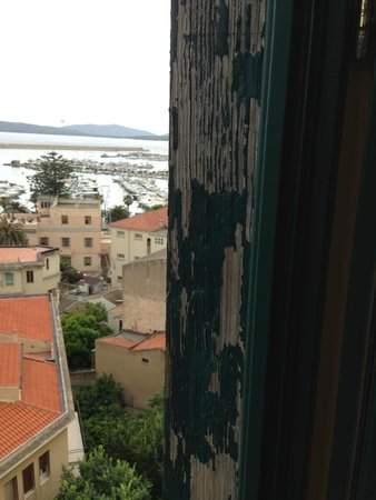 Hotel Catalunya: Nice view, shame about the peeling paintwork