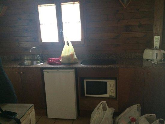 Camping Resort Sangulí Salou: Cocina bungalow Tahití