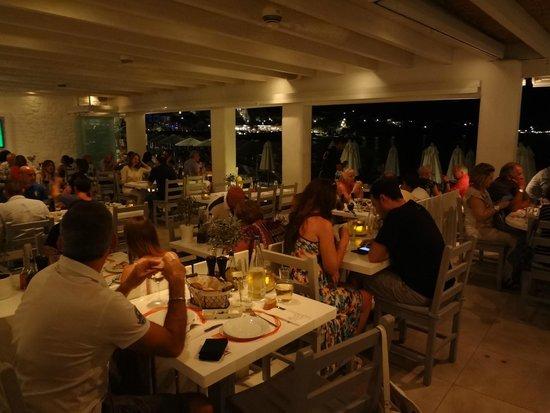 Avli Tou Thodori: interno ristorante