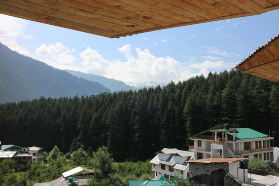 Manali Heights: view from balcony of luxury room