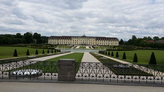 Ludwigsburg Palace (Residenzschloss) : View from the front gate & ticket kiosk