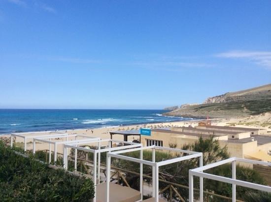 Zafiro Cala Mesquida: från uteplatsen utsikt mot stranden och strandrestaurangen