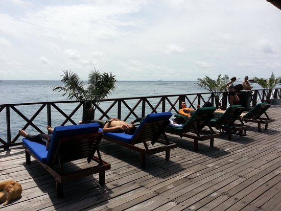 Borneo Divers Mabul Island Resort : deck at jetty...