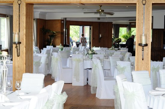 Laceby Manor Golf Club Restaurant and Bar: The restaurant set up for the wedding