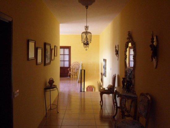 Valley View Villa Retreat: Corridor