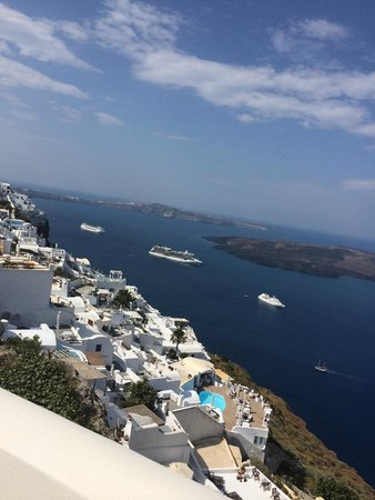 The Tsitouras Collection Hotel: View of cruise ships