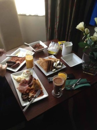 Icon Hotel Luton: Breakfast :)