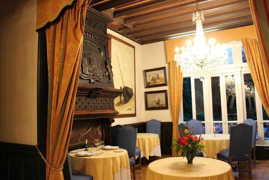 Chateaux du Val - Domaine du Val: Une partie de la salle du restaurant