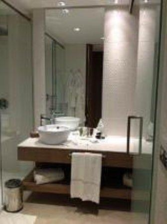 Don Carlos Leisure Resort & Spa: Bath room view