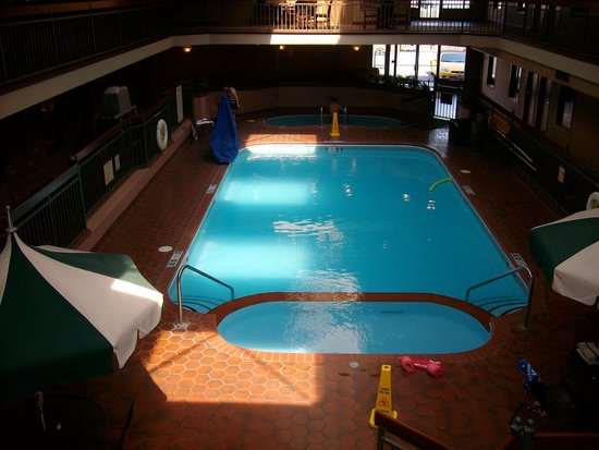 Auburn Place Hotel & Suites: pool area