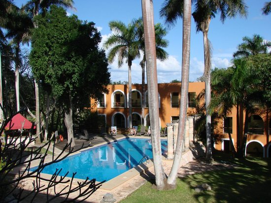 Hotel Hacienda Uxmal Plantation & Museum : Tropical Tranquility Poolside