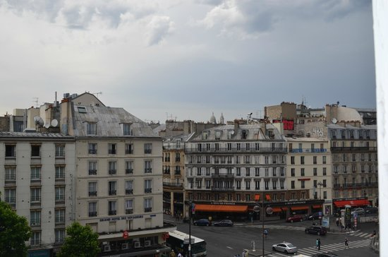 Amiot Hotel: View from hotel, Sacre Coeur in the distance