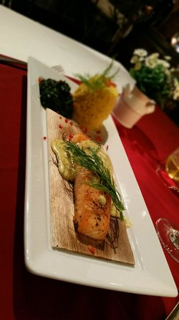 Wine Cellar Pattaya: Salmon on cedar wood with saffron rice and spinach