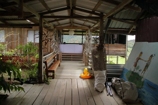 Jungle Blues Dream Art Gallery & Homestay : main entrance with and the porch on the back