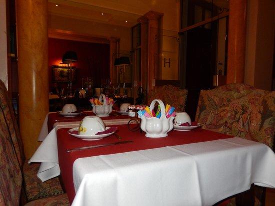 Hotel Regence: Dining area.
