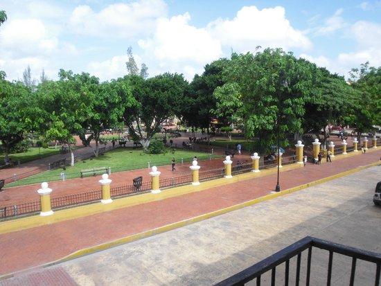 Plaza e Parque Francisco Canton: Plaza de Parque Francisco Canton (photo taken from Palacio Municipal balcony)