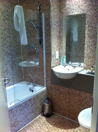 Western House Hotel: bathroom