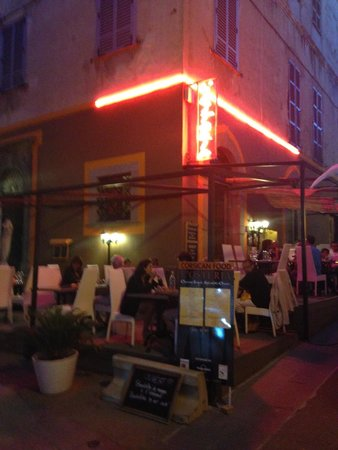 L'osteria : The restaurant from the street