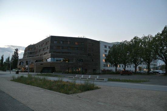 Raphael Hotel Wälderhaus: вид на номер  409 с площадки позади отеля