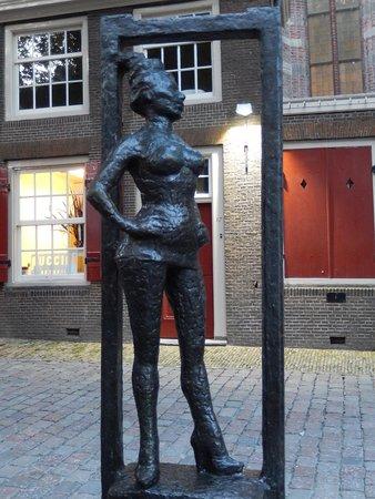 Rotlichtviertel Walletjes: red light district - monumento alla prostituta