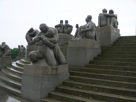 Vigeland Museum : Парк скульптур Вигеланда .Монолит