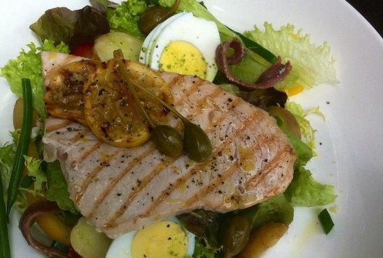 Nostra: Salade met zwaardvis en citroen