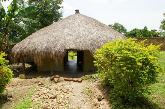Central, Oeganda: Thatched Gate house of Wamala tombs