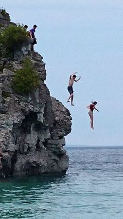 Bruce Peninsula National Park : Jumping off a cliff - Grotto