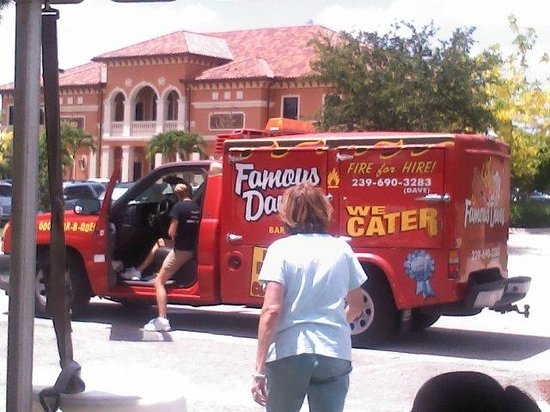 Famous Dave's Barbeque : Famous Dave's Catering Truck