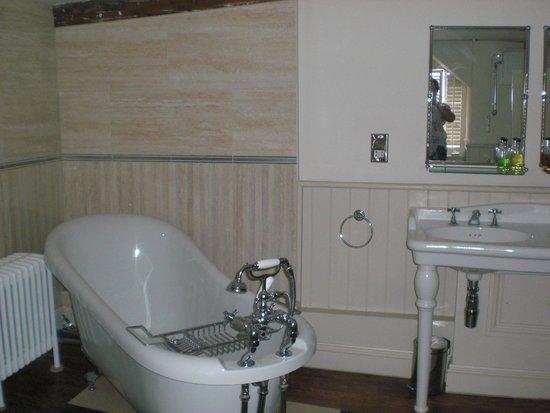 The Crown Inn: a bathroom