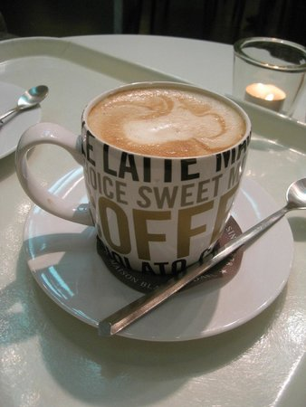 Coffeelovers Dominicanen: flat white (€2.60)