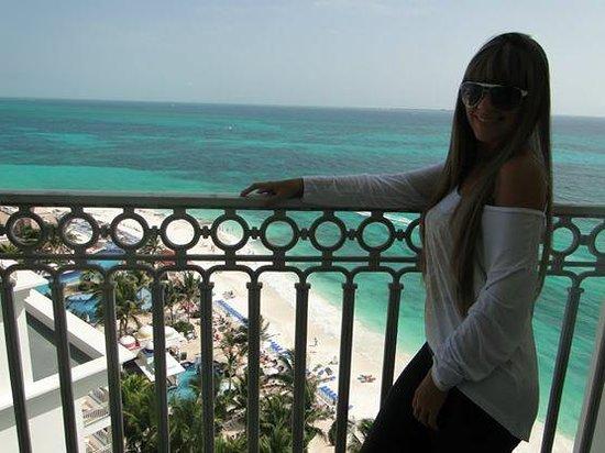 Hotel Riu Cancun: vista do quarto e de 2 das piscinas