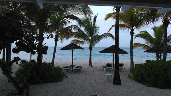 Galley Bay Resort: Beach view from Premium Beachfront Suite
