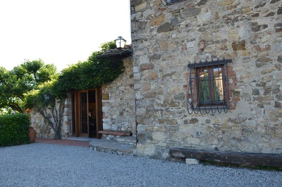 Hotel Colle Etrusco Salivolpi: Entrance to reception area