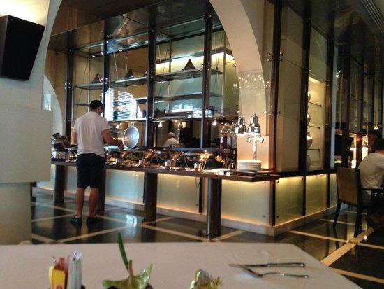 The Chedi Muscat – a GHM hotel: eine der offenen 4 Küchen