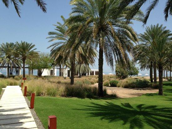 The Chedi Muscat – a GHM hotel: Blick auf die kleine Poolanlage