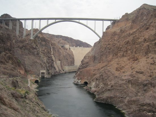 Mike O'Callaghan-Pat Tillman Memorial Bridge : View from the river