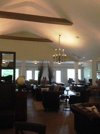 506 On The River Inn: lounge