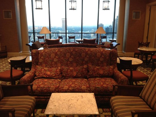 Hilton New Orleans Riverside: Comfy Executive Lounge
