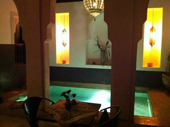 Riad Diana : vasca serale nel chiostro