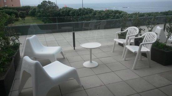 Axis Vermar Conference & Beach Hotel: Terraza de las habitaciones familiares