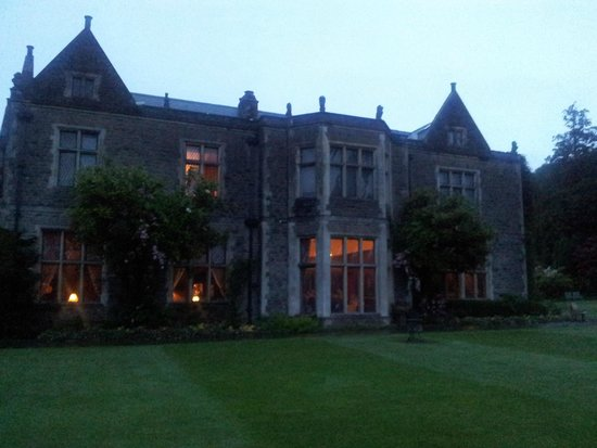 Miskin Manor Hotel and Health Club: View From The Grounds At The Back Of Miskin Manor