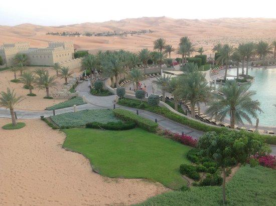 Qasr Al Sarab Desert Resort by Anantara: Отель-оазис в ней