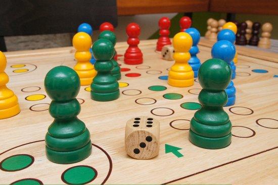 Memory Hotel: Einer der Spieletische, es sind jede Menge Gesellschaftsspiele für Groß und Klein vorhanden!