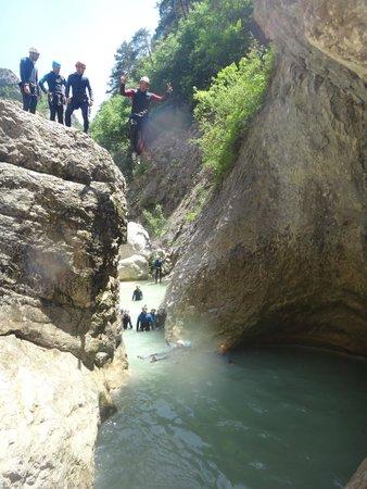 Bureau des Guides de Canyon : un jolie saut a la cool