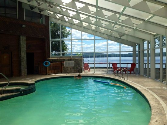 Calabogie Lodge Resort: Pool area and it has a lovely patio outside too