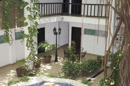 Colonial Cancún Hotel: Area común del hotel