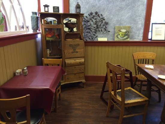 L&L Beanery: Seating