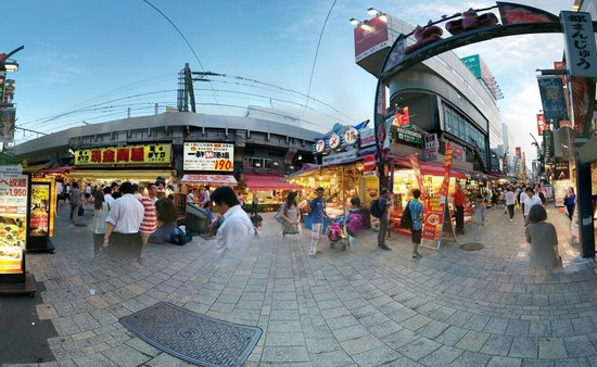 Ueno: Panoramic view of the entrance.