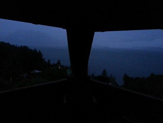 Apart Hotel Cabanas Balcon al Lago: Vista nocturna